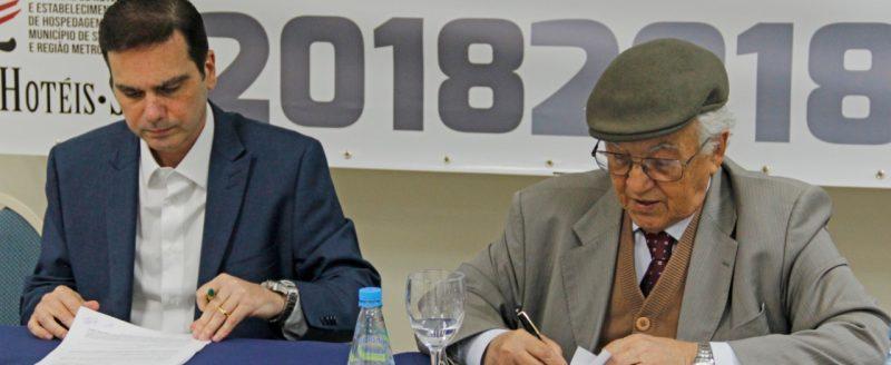 SinHoRes Osasco – Alphaville e Região e Sinthoresp assinam Termo Aditivo à Convenção Coletiva de Trabalho 2017 – 2019