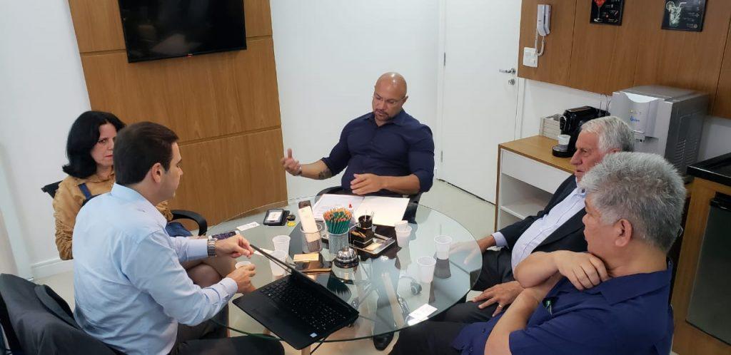 Presidente Edson Pinto se reúne com vereador Alex da Academia