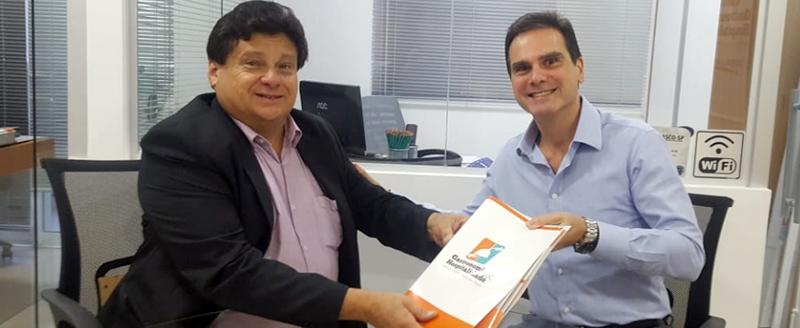 Presidente Edson Pinto discute questões do setor com diretor do Sinthoresp