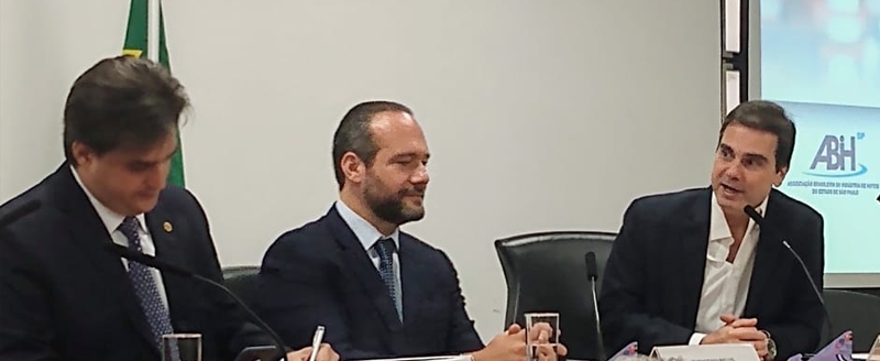 Presidente Edson Pinto participa do Lançamento da Frente Parlamentar da ALESP em defesa dos Hotéis, Restaurantes, Bares e Similares do Estado de São Paulo