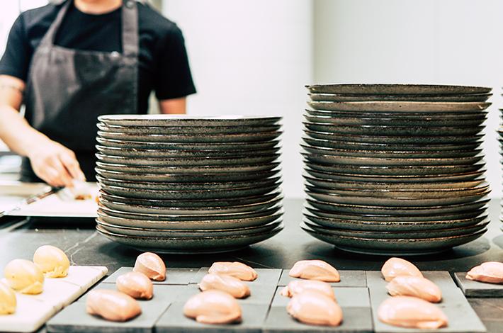 Como uma brigada de cozinha organizada pode trazer lucros e economia