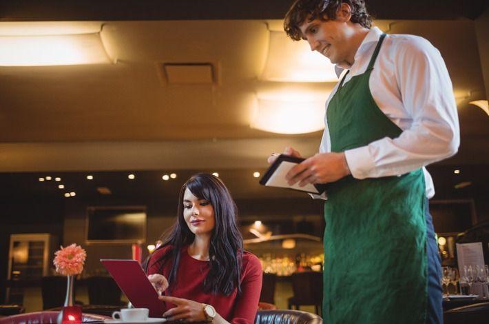 Como atender um cliente no restaurante